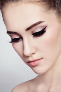 maquiagem-delineador-bela-center