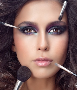 mulher-maquiagem-erros-bela-center