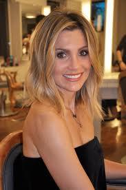 O corte médio ficou lindo para Flavia Alessandra que tem o rosto triangular