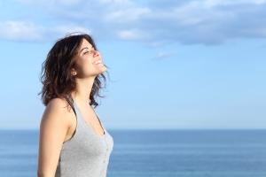 mulher-relaxada-aromaterapia-bela-center