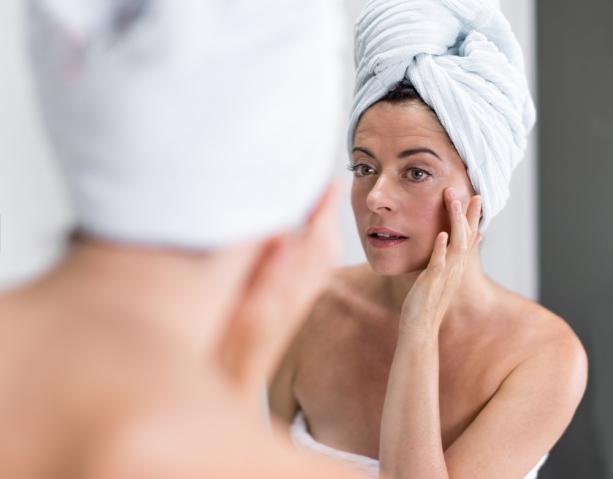 mulher-pele-acido-hialuronico-bela-center