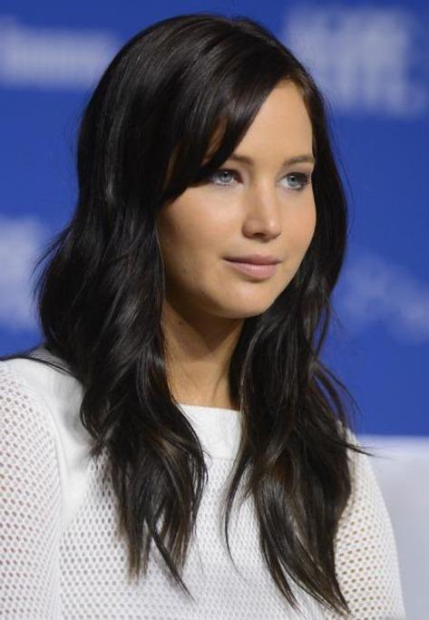 """Jennifer com os fios bem escuros, para viver a Katniss Everdeen, protagonista de """"Jogos Vorazes"""""""