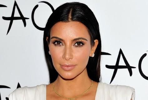 kim-kardashian-contorno-rosto-maquiagem-bela-center
