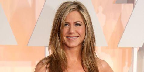 """Os lisos perfeitos de Jennifer Aniston. A atriz acaba de estrear nos cinemas brasileiros com o filme """"Cake: Uma Razão de Viver"""""""