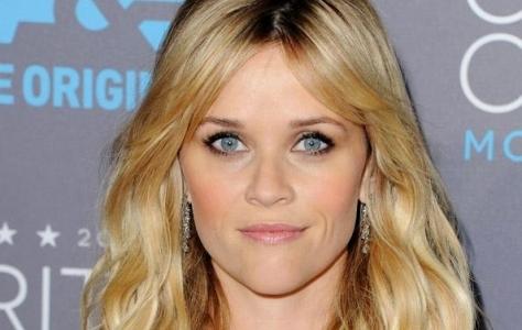A atriz Reese Witherspoon com make iluminado e lindo de morrer